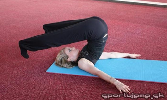 Pilates abeceda Nohy za hlavu (Roll over)