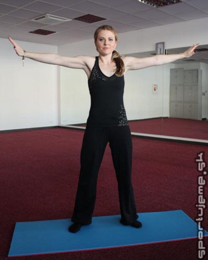 Pilates abeceda - Otáčanie chrbtice v stoji (Spine twist)