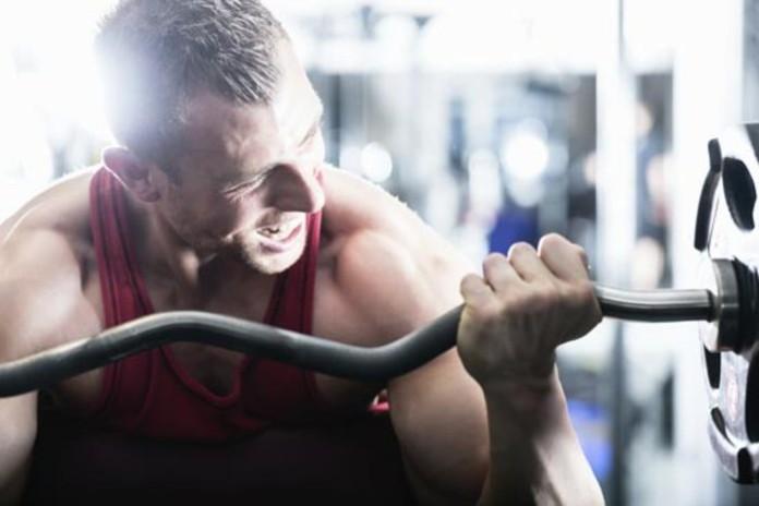 testosterón a svaly